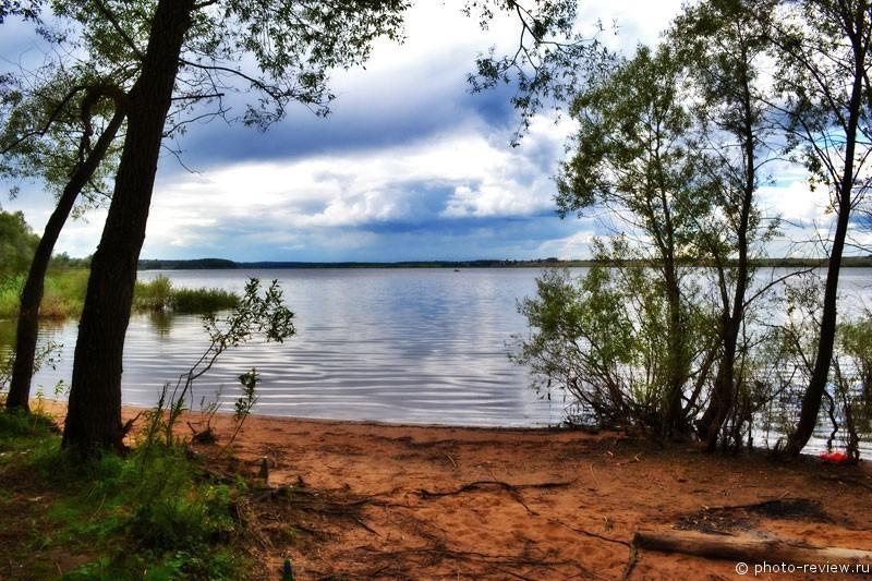 отдых с палатками на озерне