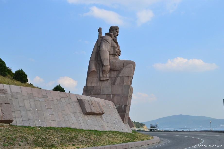 Памятник «Морякам революции»