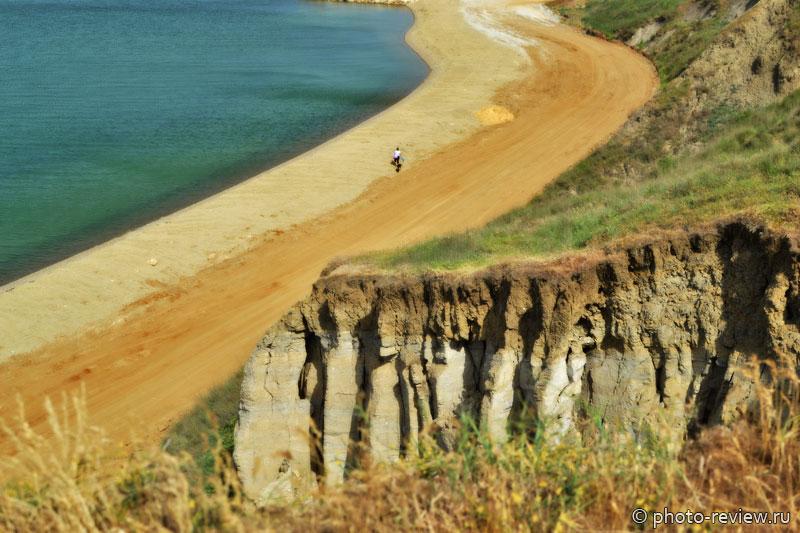 Песочный пляж Таманского залива