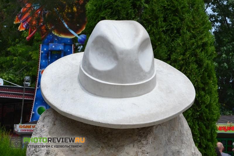 Белая шляпа в Анапе фото