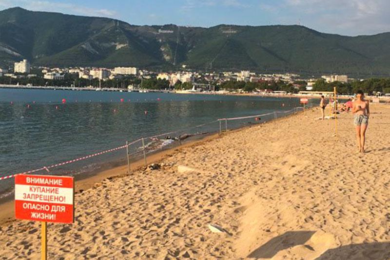 В Геленджике закрыли пляжи