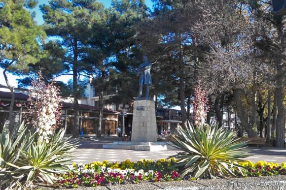 памятник М. Ю.Лермонтову в Геленджике