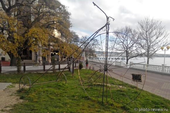 """скульптура """"Велосипед""""  в Геленджике"""