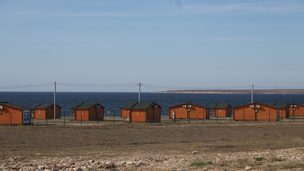Домики у моря в Оленевке