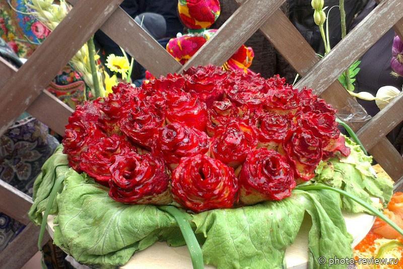 Букет роз из блинов