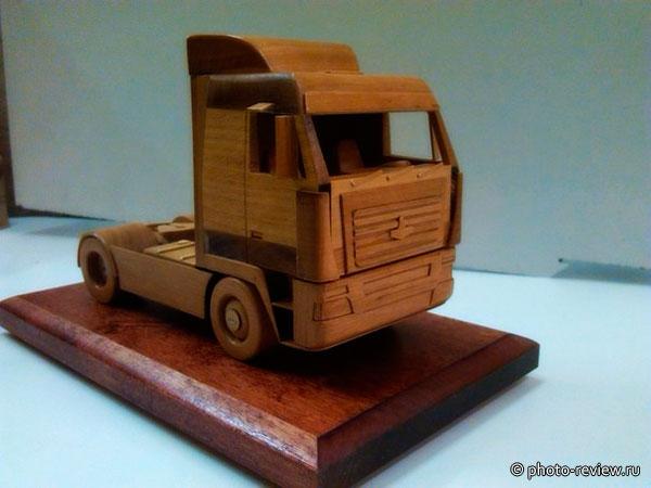 деревянная модель автомобиля