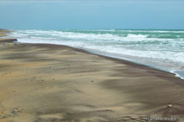 пляж с кварцевым песком