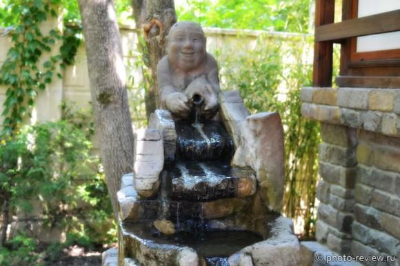 скульптура бога Эбису