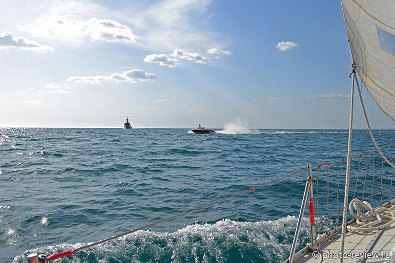 морские прогулки на яхте