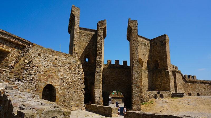 Генуэзская крепость Кафа в Феодосии – фото, как добраться