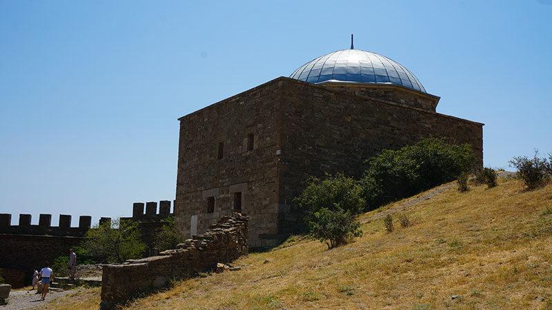 Храм с аркадой