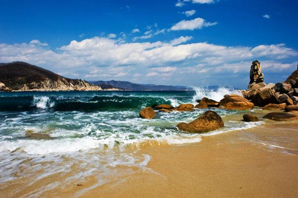 Куда поехать отдыхать в сентябре в России на море?